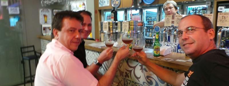 Osvaldo, Zé, Marcelo e Estelita com a cerveja ainda sem estilo definido.