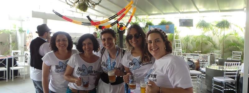As meninas com a alemã: Andréa, Giovana, Anamaria, Débora, Gabi.